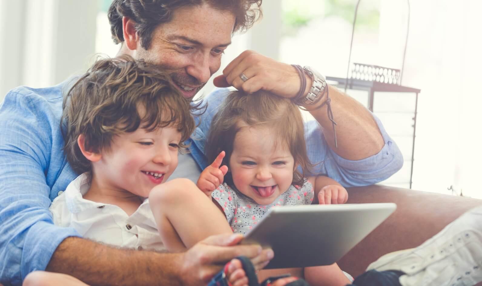 Di era digital seperti sekarang ini, orang-orang terutama anak-anak menghabiskan banyak di depan gadget. Bagi orang tua yang punya kesibukan, tentu tidak bisa setiap saat mengawasi aktivitas anak dan menimbulkan kekhawatiran. Apalagi jika mengakses situs-situs berbahaya yang berisi konten tidak pantas untuk usia anak kecil atau website yang berisi banyak virus. Orang tua harus lebih berhati-hati. Jika hal tersebut terjadi, bisa-bisa data pribadi dicuri oleh pihak yang tidak bertanggung jawab. Itu disebabkan karena tingkat cyber security Indonesia yang masih lemah. Google punya solusinya dengan menghadirkan Google Family Link. Bagaimana cara kerjanya? Yuk, cari tau! Apa itu Google Family Link? Google Family Link memungkinkan kontrol di seluruh grup keluarga dan membantu orang tua dalam mengontrol perangkat anak. Pengguna Google Family Link bisa mengontrol aktivitas anak dari jarak jauh, termasuk batas waktu di depan layar, mengetahui lokasi perangkat, dan izin penginstalan. Bagaimana Cara Mengontrol Aktivitas Anak? Dengan Family Link, orang tua dapat menyetujui atau memblokir aplikasi yang ingin diinstal anak Anda dari Google Play Store. Kamu bisa turut memantau dan membatasi waktu layar, termasuk memeriksa berapa banyak waktu yang dihabiskan anak di aplikasi favorit mereka lewat laporan aktivitas mingguan atau bulanan. Menariknya lagi, Google Family Link juga menawarkan fitur batas waktu layar harian di perangkat. Fitur-fitur lainnya seperti: Mengelola kontrol orang tua di seluruh layanan Google Mengelola aplikasi yang digunakan anak Menyetujui atau memblokir aplikasi yang ingin dipasang dari Google Play Store. Melihat berapa banyak waktu yang dihabiskan anak di aplikasi mereka dengan laporan aktivitas mingguan atau bulanan Menyetel batas waktu layar harian untuk perangkat anak Menyetel batas harian untuk masing-masing aplikasi Menyetel waktu tidur perangkat Melihat lokasi perangkat anak Mengunci perangkat dari jarak jauh Melihat semua perangkat yang digunakan untuk