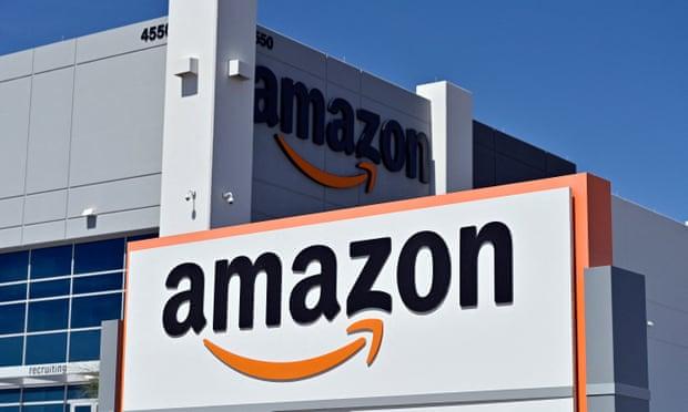 """Raksasa e-commerce, Amazon membuat pengumuman dalam """"laporan perlindungan merek"""" pertamanya, sebagai bagian dari inisiatifnya untuk menyingkirkan daftar palsu oleh penjual pihak ketiga. Laporan itu mengatakan Amazon menyita sekitar dua juta produk palsu tahun lalu dan menghancurkannya untuk mencegahnya dijual kembali di tempat lain. Mereka juga telah memblokir lebih dari 10 miliar daftar barang palsu yang dicurigai di platformnya. Tak cuma itu, mereka juga memblokir 6 juta akun penjual yang mencurigakan. Oleh karena itu, para konsumen diminta untuk lebih berhati-hati saat membeli produk secara online. Mengingat perusahaan besar seperti Amazon saja masih memiliki produk bermerek palsu yang dijual bebas. Mulai dari pakaian, peralatan aksesoris, dan komputer palsu. Hal ini menunjukkan bahwa e-commerce sedang menghadapi perjuangan berat untuk melawan industri pemalsuan produk yang tersebar luas. Perusahaan itu mengatakan telah menginvestasikan sekitar 700 juta dolar AS untuk memerangi pemalsuan tersebut, termasuk dalam teknologi pembelajaran mesin, serta memblokir lebih dari 10 miliar daftar yang diduga buruk sebelum diterbitkan di toko-tokonya. """"Kami telah membantu mitra penjualan kami menjaga pintu virtual mereka tetap terbuka, dan meskipun ada peningkatan upaya oleh pelaku, kami terus memastikan bahwa sebagian besar pelanggan berbelanja dengan percaya diri dari berbagai pilihan produk asli kami,"""" ungkap Dharmesh Mehta, wakil presiden untuk kepercayaan pelanggan dan dukungan mitra Amazon. Seperti yang diketahui, banyak platform penjualan online yang masih menjual barang palsu. Amazon sendiri telah memulai kampanye melawan barang palsu sejak 2019 lalu. Di awal debutnya, kampanye ini tidak banyak menekan penjualan barang palsu di Amazon. Kemudian pada tahun 2020, perusahaan e-commerce ini mengembangkan Counterfeit Crimes Unit pada 2020. Perusahaan mengatakan kurang dari 0,01 persen produk yang dijual di platformnya menerima keluhan palsu yang mengarah ke penyelidikan. A"""