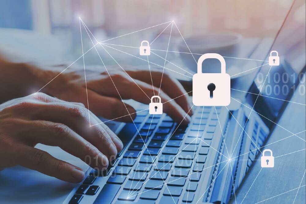 """Penggunaan internet yang semakin tinggi di tengah pandemi juga diikuti dengan meningkatnya jumlah serangan cyber. Oleh karena itu masing-masing pemilik bisnis harus meningkatkan pertahanan keamanan mereka untuk melindungi """"data"""" perusahaan sebagai aset terpenting. Dalam upaya melindungi data perusahaan, para pemilik bisnis sebaiknya tahu, apa saja celah Cyber Security Indonesia yang ada. Dikutip dari webinar Tales from the Dark Web, oleh Paul Jackson. Berikut 7 celah cyber security yang sering dihadapi berbagai organisasi. 1. Ancaman """"Unknown"""" Ancaman yang tidak dikenal adalah salah satu celah cyber security yang banyak dialami oleh organisasi. Supaya siap menghadapi celah ini, perusahaan atau organisasi harus mengenali resiko yang dihadapi. Ikuti berbagai perkembangan terbaru tentang kasus cyber security. Carilah informasi intelijen dari dark web untuk mengetahui apa yang menjadi ancaman bagi mereka. 2. Ketidaksiapan Peningkatan insiden cyber di kawasan Asia Pasifik dan belahan dunia lain membuat banyak organisasi sudah tak sanggup untuk membendungnya. Sebaiknya pemeriksaan terhadap pertahanan keamanan masing-masing organisasi dan perusahaan harus dilakukan sebelum terjadinya serangan. Kegagalan dalam antisipasi ini, bisa menyebabkan kerugian besar yang dapat membuat para pebisnis sulit untuk mempertahankan bisnisnya. 3. Mengetahui tipe penyerangan cyber Anggap saja serangan cyber sudah berhasil masuk dalam jaringan perusahaan dan sedang menunggu waktu yang tepat untuk menyerang, Organisasi dan perusahaan disarankan untuk mencari ancaman (threat hunting) berkelanjutan supaya bisa menghadang upaya yang sedang dilakukan oleh hacker. Threat hunting yang tepat bisa dilakukan bila ada sistem yang tepat melalui pencarian di Dark Web untuk memahami mata rantai yang lemah dan di bagian mana ranah perusahaan/organisasi terekspose. 4. Kurangnya pemantauan Untuk memastikan bahwa ancaman dikenali sedini mungkin, perusahaan atau organisasi harus memastikan mereka memiliki solus"""