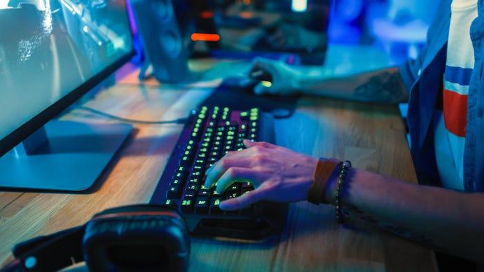 Tiap orang punya cara belajar yang berbeda-beda. Bagi kamu yang kuliah di jurusan Teknik Informatika atau sedang ekstensi D3 ke S1 yang khusus mendalami pemrograman dan merasa jenuh, mungkin bisa mempelajarinya lewat game. Ilmu bisa didapat dari mana saja. Jika kamu termasuk salah satu yang addict akan game, bisa kenalan dengan bahasa pemrograman yang ada di 10 game berikut. Yuk, intip! CodeCombat CodeCombat merupakan game yang bisa dimainkan sekaligus menjadi panduang untuk belajar kode. CodeCombat jadi media bagi para pelajar yang ingin mendalami tentang komputer melalui permainan nyata. Kamu bisa mempelajari bahasa pemrograman, seperti Java, JavaScript, Python, Lua, dan juga CoffeeScript. Codewars Lewat Codewars, kamu bisa belajar menguasai coding sambil menyelesaikan semua tantangan yang ada. Permainan ini membuat kamu meningkatkan keterampilan teknis bagaimana coding secara nyata. Ada banyak bahasa pemrograman yang digunakan, termasuk Javascript, Python, Clojure, CoffeeScript, C++, C#, Elixir, Java, Haskel, PHP, Ruby, TypeScript, dan masih banyak lagi yang lainnya. Screeps Screeps sengaja dirancang buat para programmer pemula maupun mahir untuk lebih mendalami Javascript. Game ini begitu menarik untuk dimainkan karena memerlukan poin dan klik, tapi harus bisa menuliskan kode-kode javascript untuk unit permainan secara mandiri. Pengendalian bisa dilakukan kapanpun, dimanapun, meski dalam kondisi offline. Ruby Quiz Apakah kamu lebih tertarik untuk mendalami bahasa pemrograman Ruby? Permainan ini berkonsep kuis dan menghadirkan tantangan yang berbeda dibandingkan dengan game lainnya. Kamu diminta untuk menjawab setiap tantangan yang diberikan setiap minggu. Memainkan Ruby Quiz bisa menjadi solusi bagi kamu yang mudah merasa bosan ketika belajar bahasa pemrograman. Check Oi Check iO adalah game berbasis browser dan didukung dengan dua bahasa pemrograman yaitu Javascript dan Python. Kamu memerlukan strategi dalam memecahkan masalah menggunakan skill bahasa pemrogram
